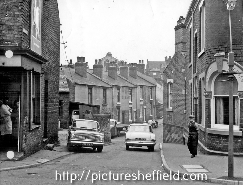 Kent Road from Gleadless Road. No 236, Gleadless Road, Waggon and Horses, right