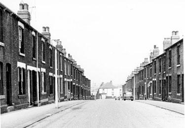 Nos. 36, 38, 40 etc.(right) and Nos. 33, 35 etc., Swarcliffe Road, Darnall looking towards Shirland Road and housing on Candow Street