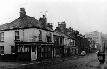 Broomhall Street and corner of Thomas Street, Broomhall Tavern on corner (No 105-107), Albert Inn (No 113) and Viners Ltd., in distance