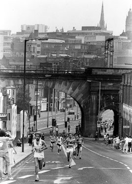 Mick Thompson (eventual 2nd place), First Sheffield Marathon, Spital Hill with The Wicker Arches in the background