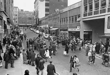 Bomb scare on King Street looking up towards Angel Street and showing Pearl Assurance House and the Centre Spot cafe (right)