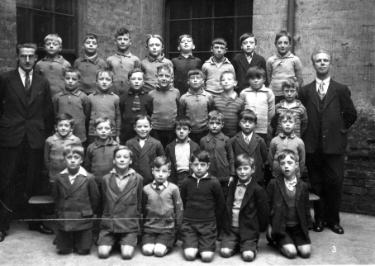Class photograph, St. Stephen's Church of England School, Finlay Street at the junction with Fawcett Street